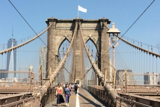 White Flags Mysteriously Replace American Flags Atop Brooklyn Bridge - DUMBO - DNAinfo.com New York